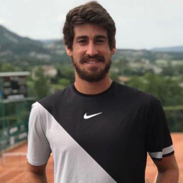 Orlando Luz participa de clínica de tênis em Balneário Camboriú
