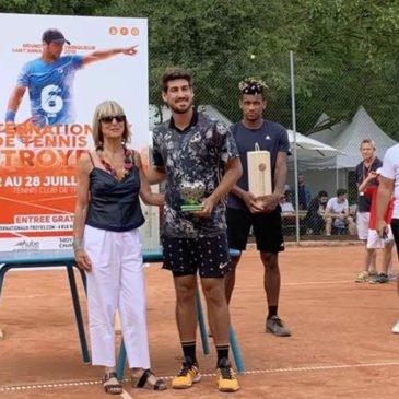 Orlando Luz é campeão no Future de Troyes, na França